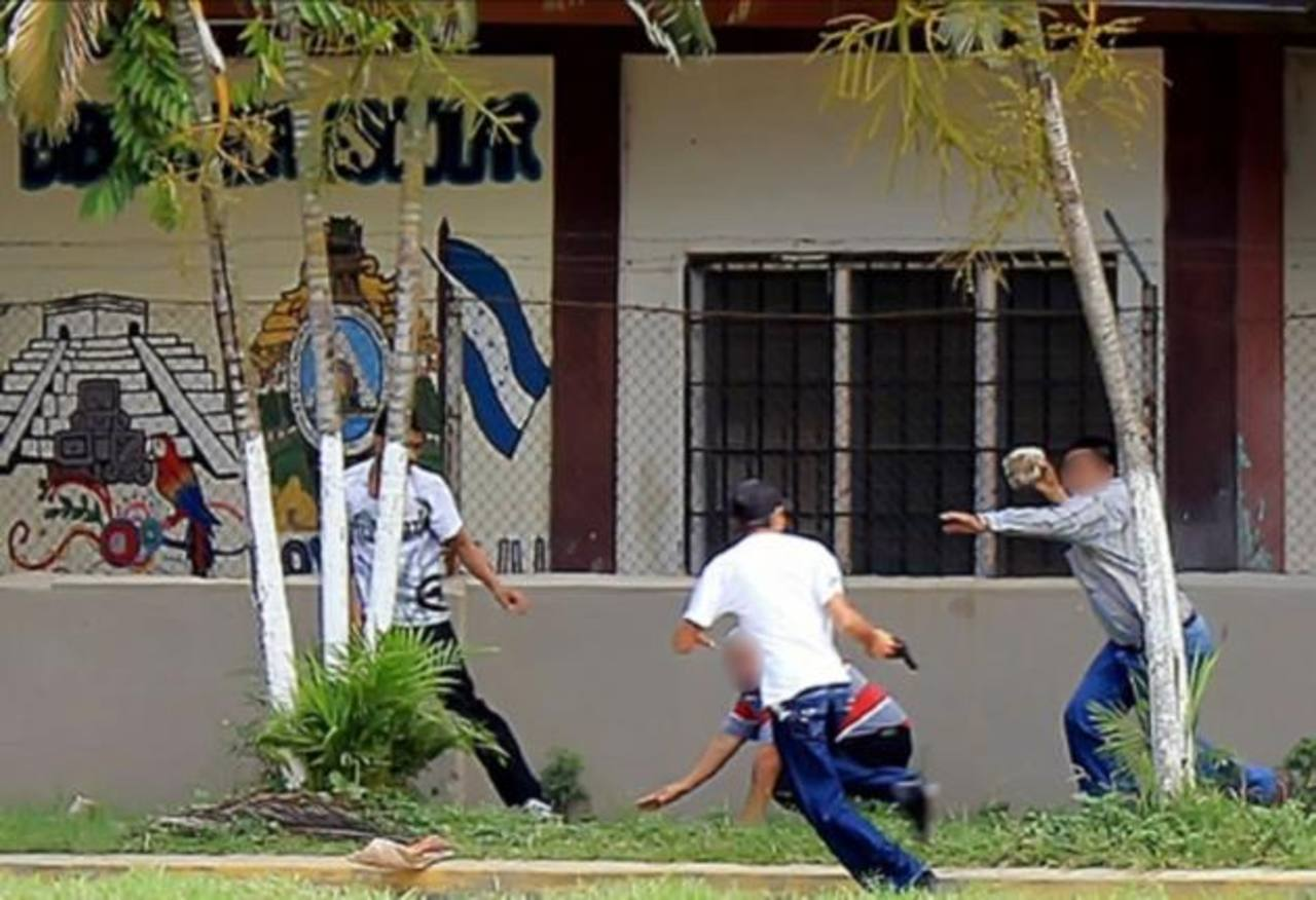 Una de las víctimas aprovechó que el arma de los asaltantes se encasquilló para defenderse con una piedra.