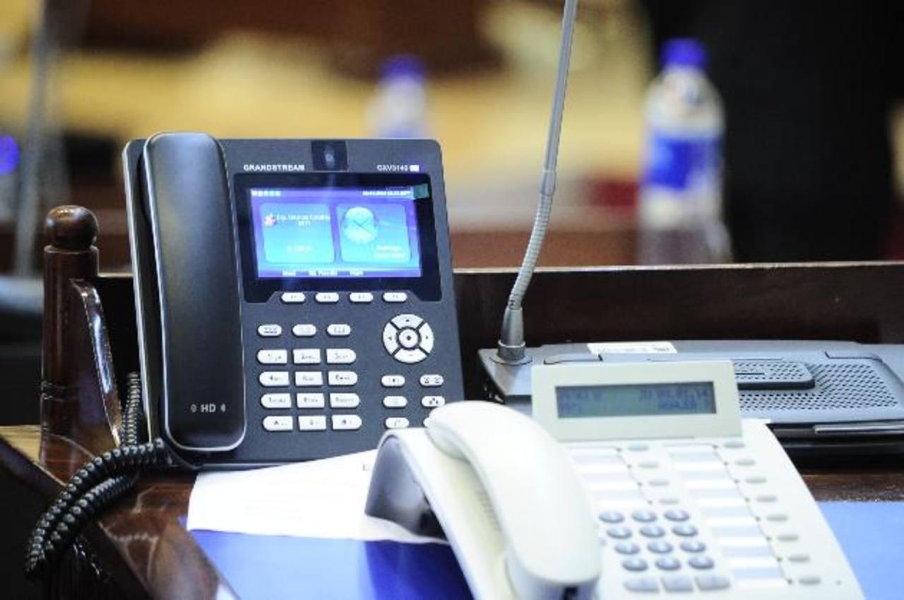 Con el nuevo sistema digital, los diputados hoy se pueden ver cuando se hablan en el pleno. foto edh/ jorge reyes
