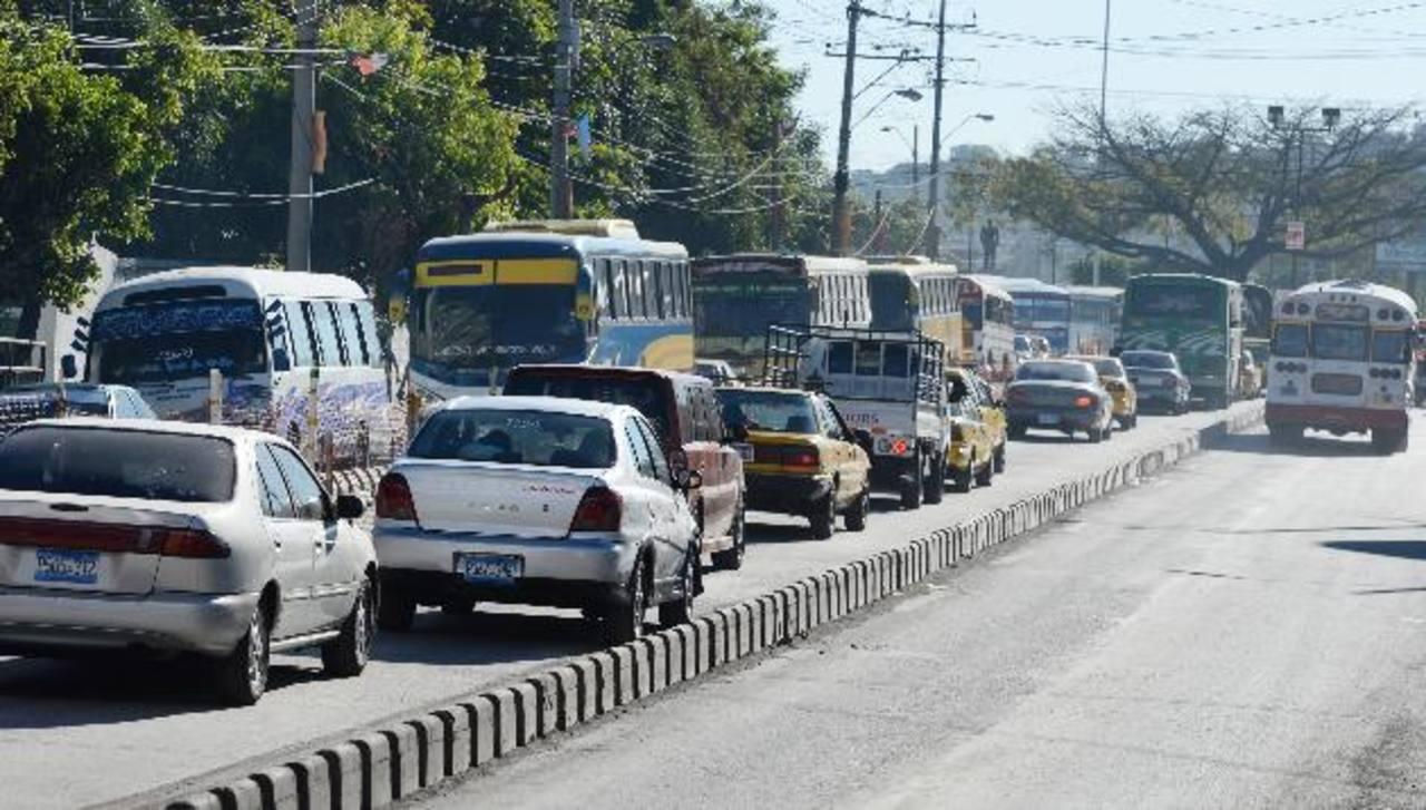 El tráfico tanto para llegar como parada de Soyapango se mantuvo lento. Millares fueron afectados.