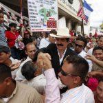 El expresidente de Honduras, Manuel Zelaya, rechazó la acusación de Hernández y demandó nombres de dirigentes del Partido Libres que estarían de la mano con la delincuencia. Foto EDH