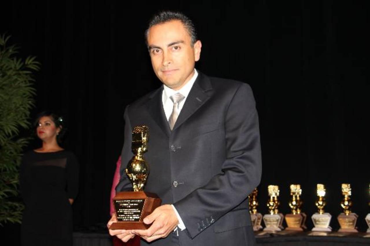 Periodista salvadoreño gana el Golden Mike Award en Los Ángeles