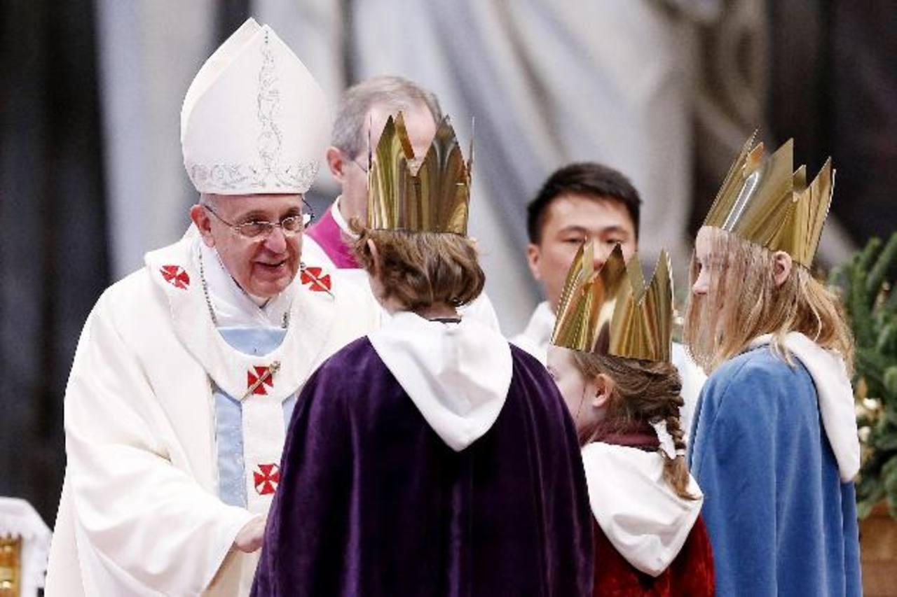 El Papa Francisco oficia por primera vez en su pontificado la misa de la Solemnidad de María Santísima Madre de Dios en la Basílica del Vaticano. foto edh / efe