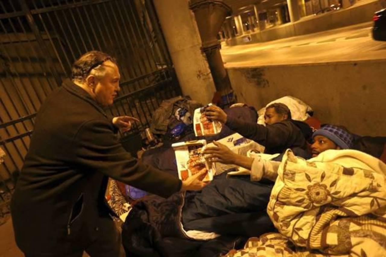 Fotos: Cirujano dental ayuda a personas sin hogar en el centro de Chicago