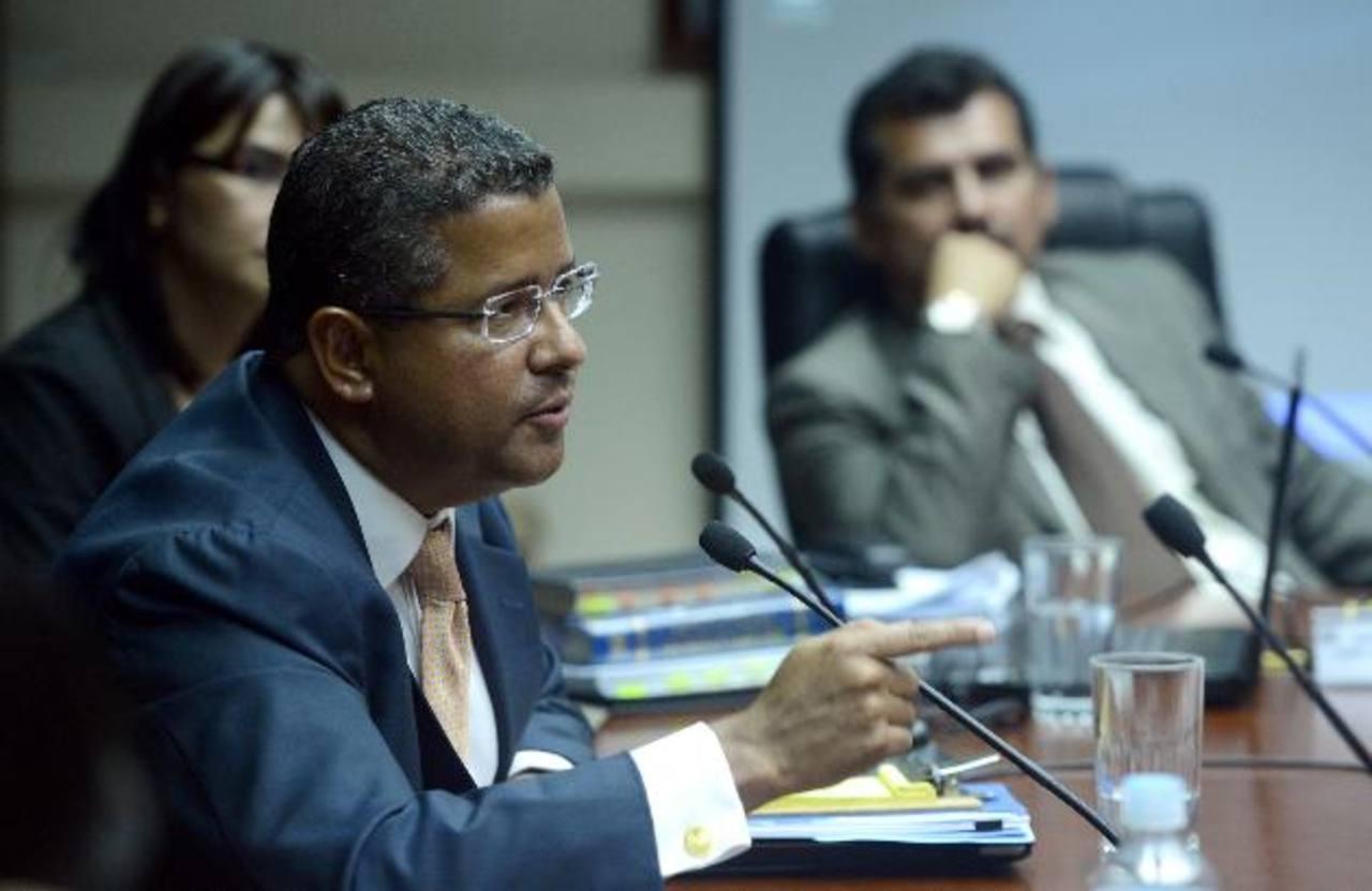 Francisco Flores deja equipo de campaña de Norman Quijano