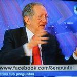 El doctor Fabio Castillo durante la entrevista anoche en el programa 8 en punto de canal 33. foto edh /tomada de TV Canal 33