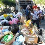 UNos 30 camiones recolectores y 500 voluntarios participan en la jornada de limpieza.