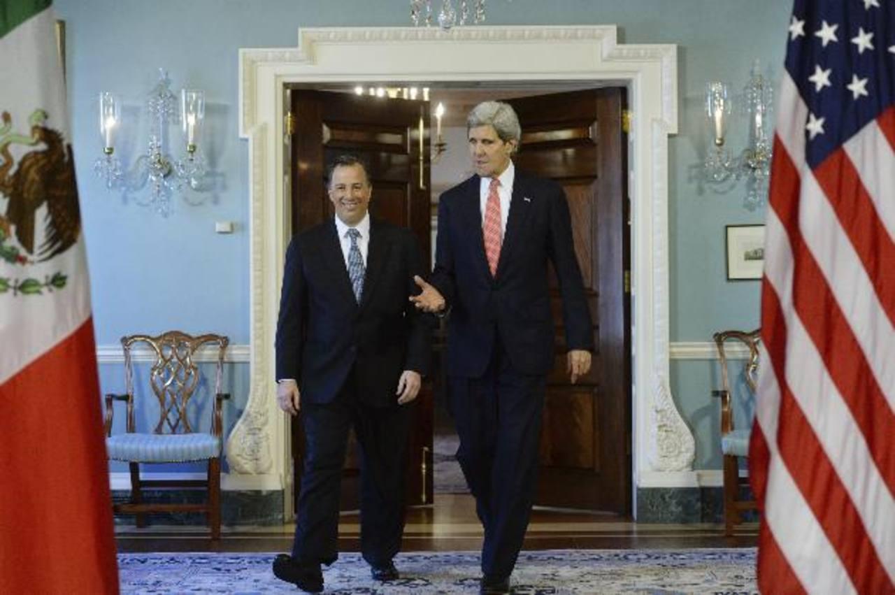 Kerry y Meade conversan tras el encuentro ayer en Washington. foto edh / EFE