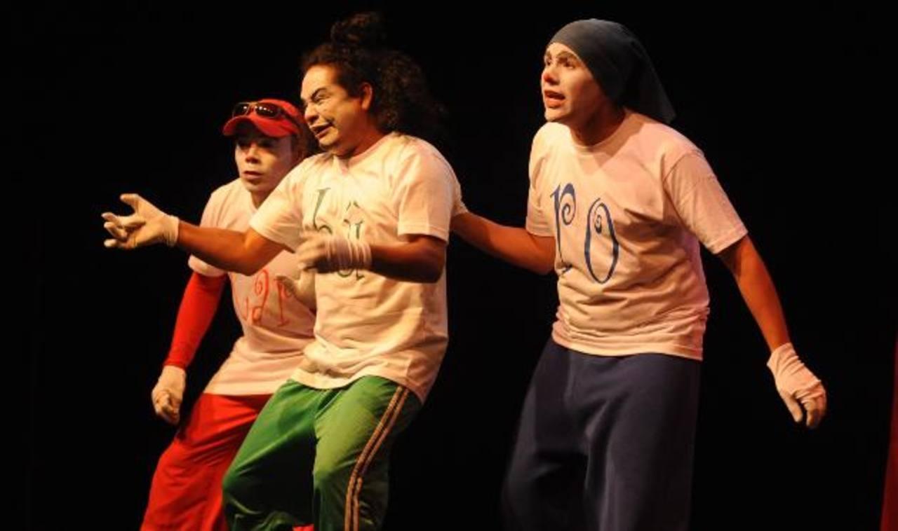 """La Compañía de Ariel Zuria (El Salvador) será parte del festival con la puesta en escena """"Carburo Clown"""". FOTO EDH/ archivo"""