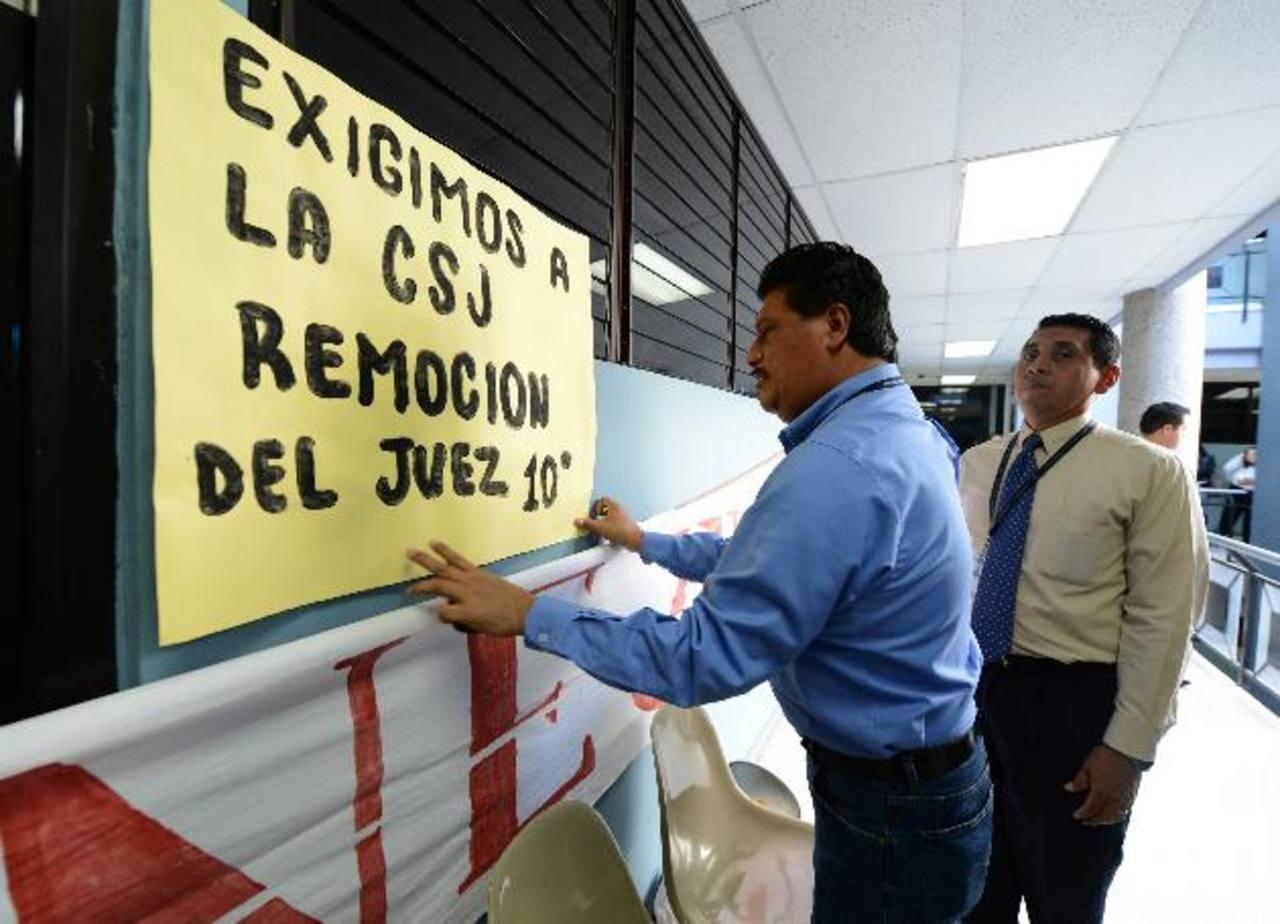 De 17 empleados del Juzgado 10° de Instrucción, solo tres trabajaron ayer. Foto EDH / ericka chàvez