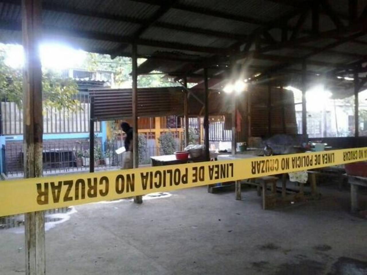 Esta es la escena del homicidio. FOTO EDH Ericka Chávez, vía Twitter.