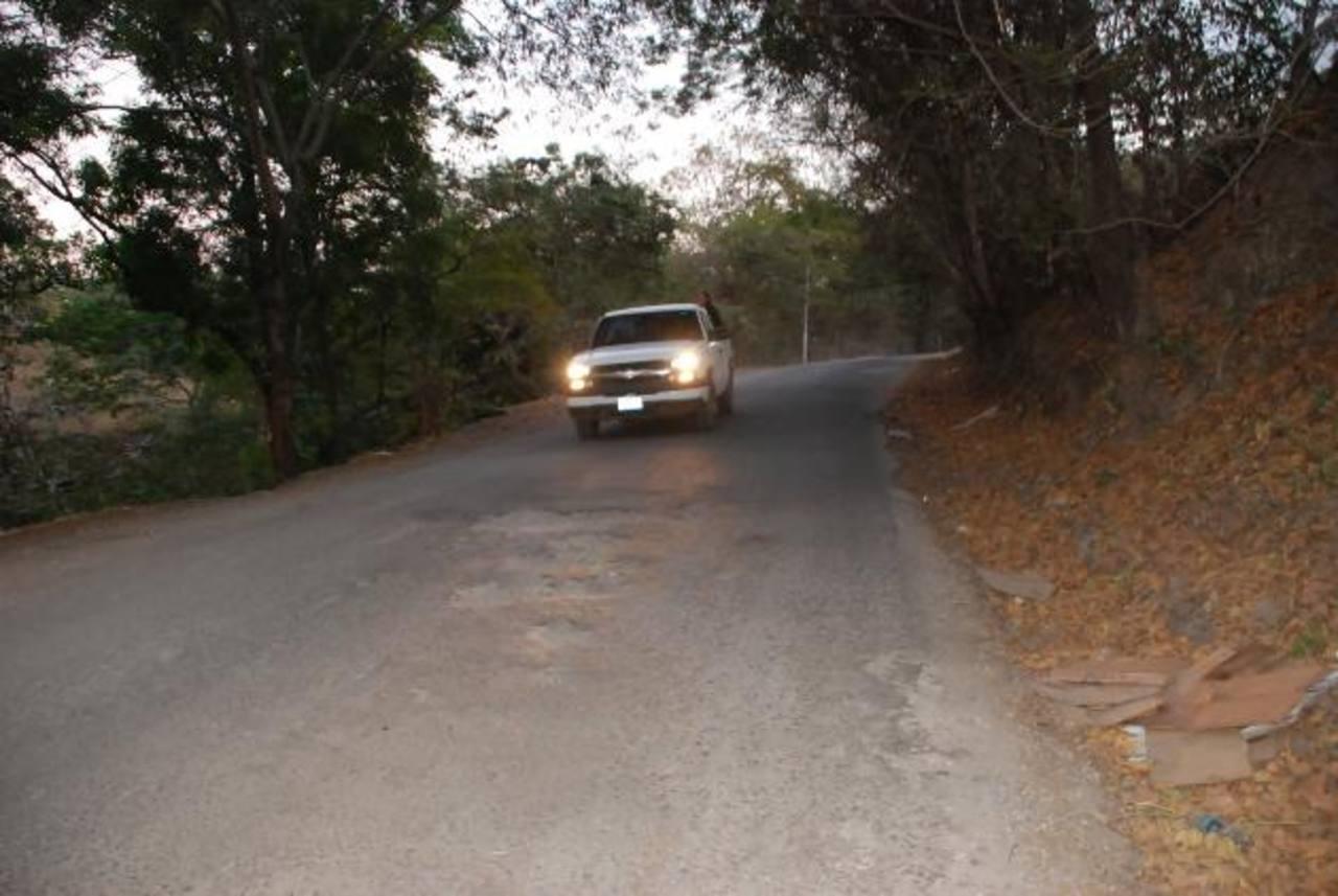 La imagen corresponde a uno de los tramos que presenta mayor deterioro en la vía que de Anamorós conduce a Nueva Esparta. foto edh / insy mendoza