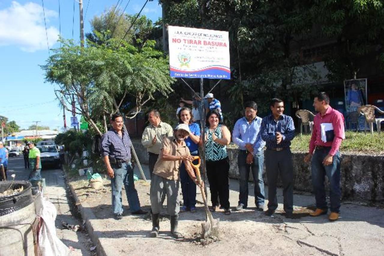 Miembros del Concejo Municipal de Mejicanos participaron en la actividad. foto edh /Cortesía