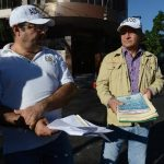 Empleados dijeron que autoridades estarían presionando a compañeros a firmar contratos por menos salario. Foto EDH / J. Anaya
