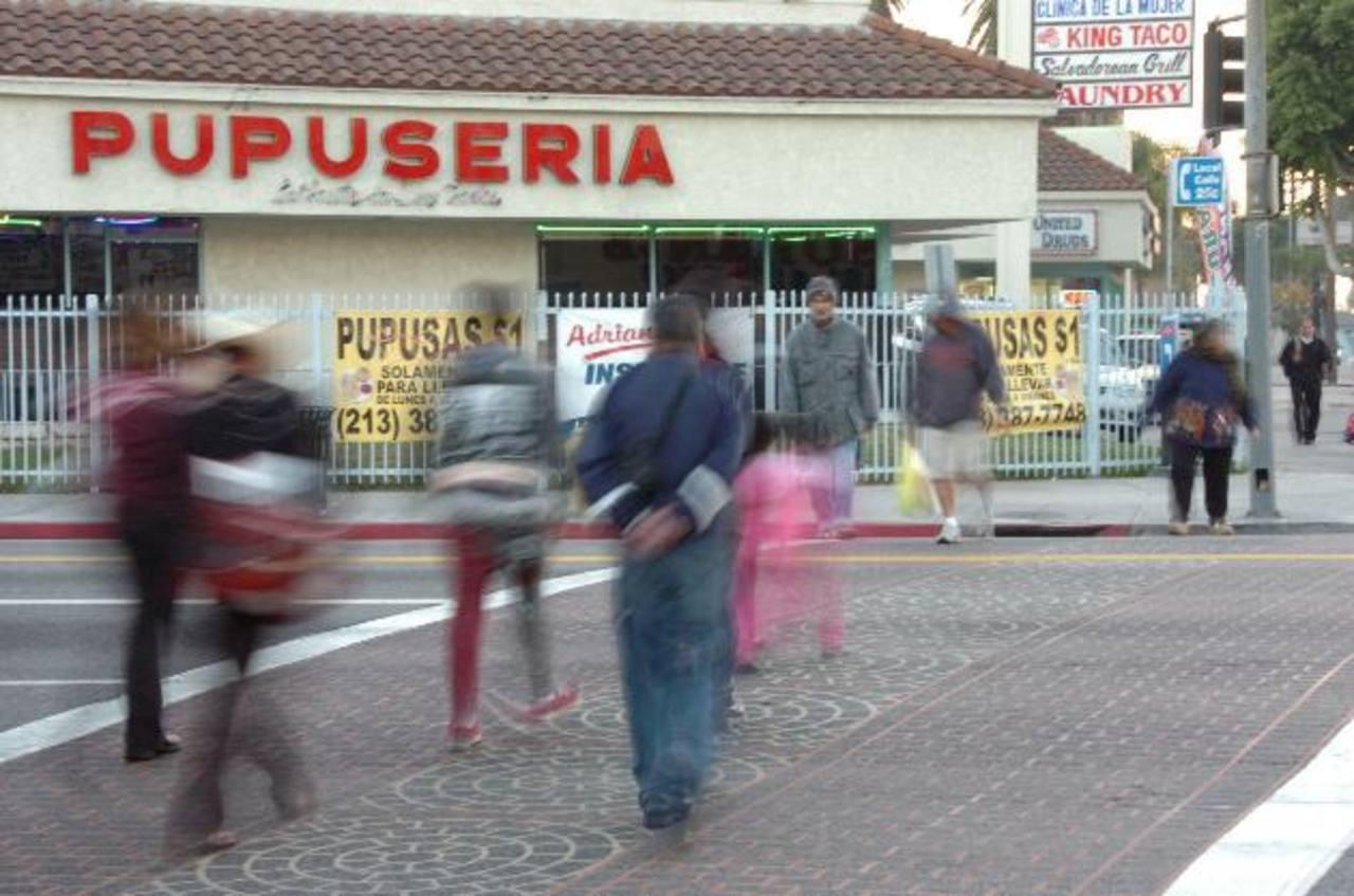 Salvadoreños en Los Ángeles exigen transparencia, inclusión y justicia en proyecto Obama