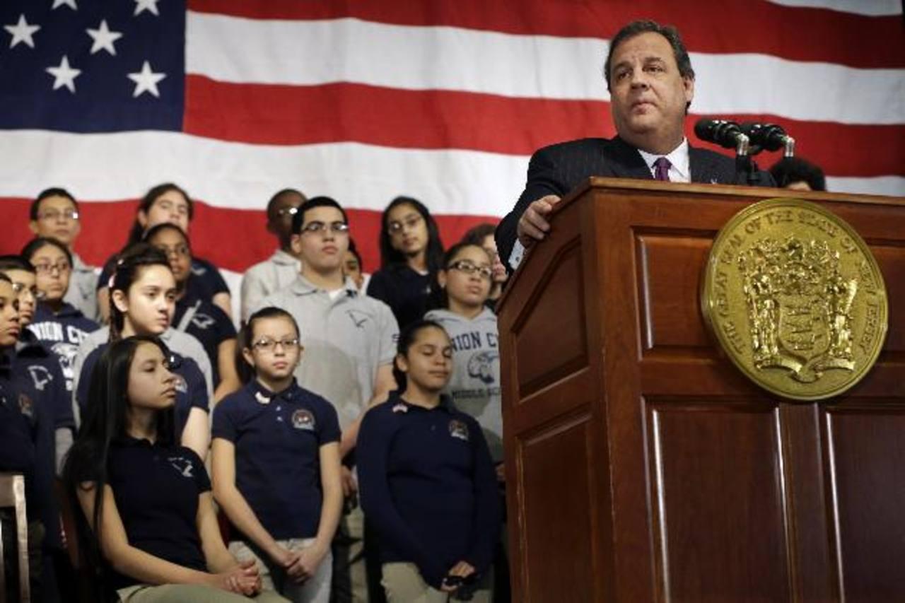 El gobernador de Nueva Jersey, Chris Christie (izq.), explica el proyecto de Igualdad de Matrícula. foto edh / ap