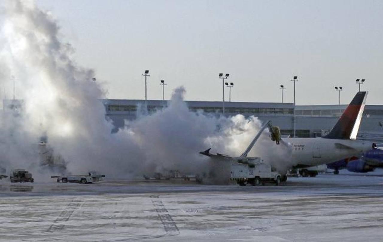 En Estados Unidos se han suspendido al menos 2,500 vuelos. En El Salvador operan con normalidad. foto edh / AP