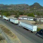 Transportistas de carga han estacionado sus unidades en varias fronteras del país. Una de ellas El Amatillo. Foto EDH Marlon Hernández