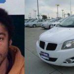 Shamal Battice de 28 años, junto al vehículo que robo.