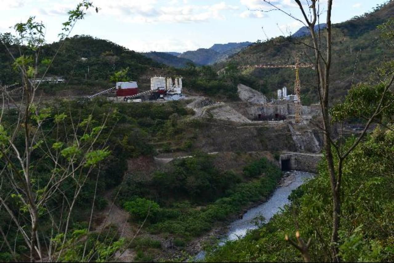 El proyecto se ve desolado, pese a que el gobierno ha anunciado que en enero iniciará una nueva licitación. Fotos EDH / César avilés