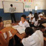 Además de que no tienen un salario digno, los docentes lamentan las condiciones de inseguridad, la falta de recursos y espacios adecuados para trabajar. Foto EDH / archivo