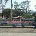 Pobladores de varias comunidades protestaron por el funcionamiento del relleno sanitario en Santa Ana. Foto vía Twitter Milton Jaco