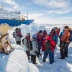 Los 22 miembros de la tripulación permanecerán en el Akadémik Shokálskiy a la espera de que se derrita el hielo para salir de la zona.