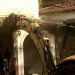 Una retroexcavadora derribó la vivienda. Foto tomada de video de telemetro.com