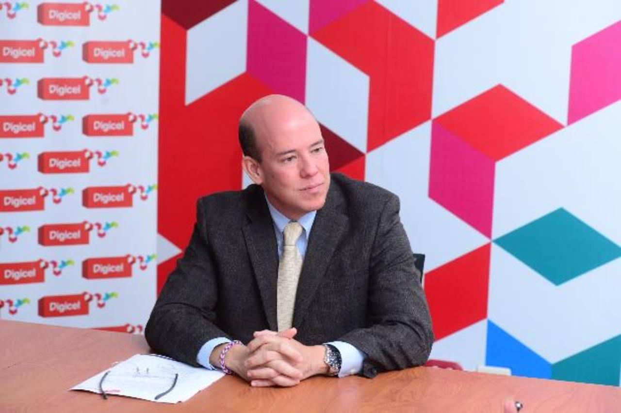 José Antonio Rodríguez, CEO Digicel El Salvador, explicó ayer el plan de inversiones 2013-2015. foto edh / omar carbonero