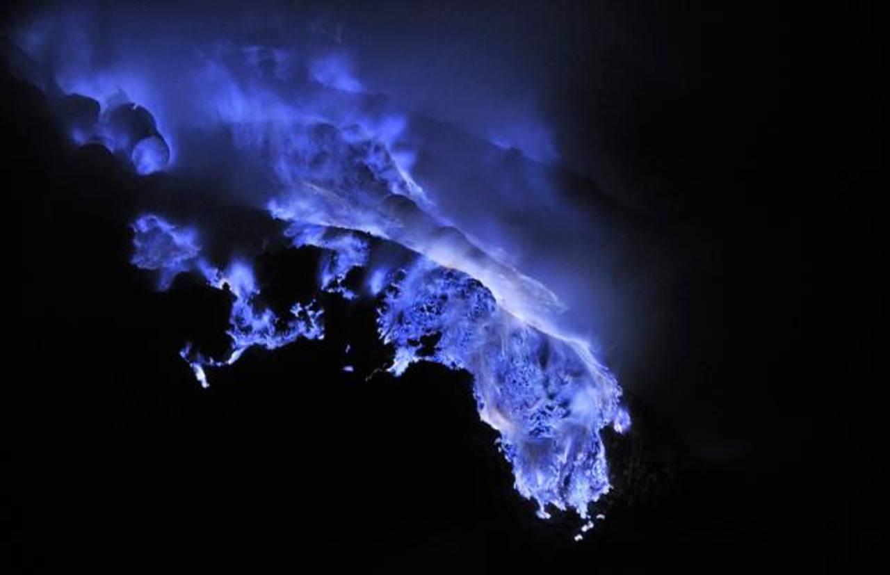 Fotos: Las llamas azules del volcán Kawah Ijen, Indonesia