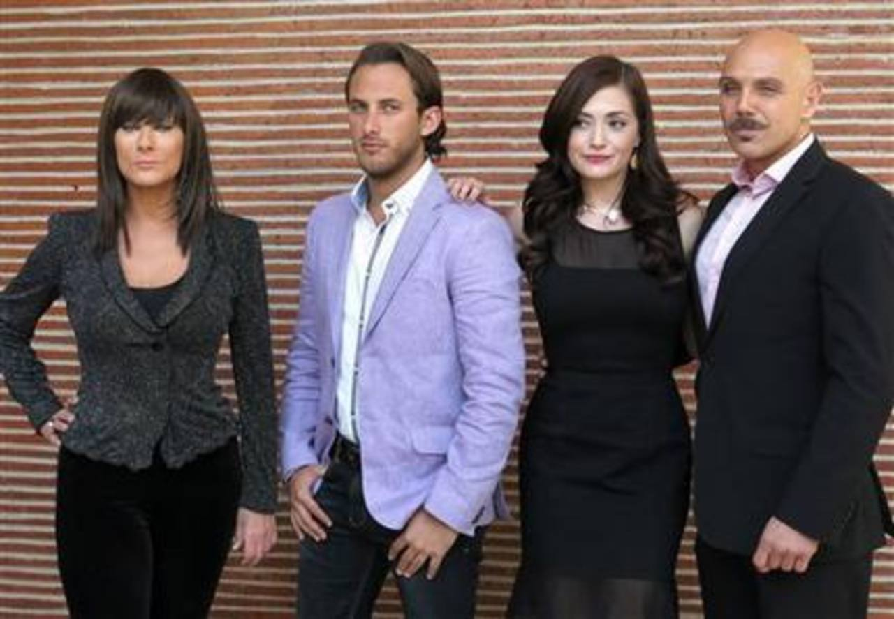 "Los actores Christian Bach, Sebastian Zurita, Lisette Morelos y Manuel Landeta de la telenovela ""La impostora"". Foto EDH /ap"