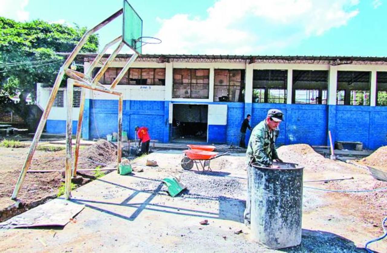 Los trabajos serán terminados las primeras semanas del próximo mes. Foto EDH / MAURICIO GUEVARA