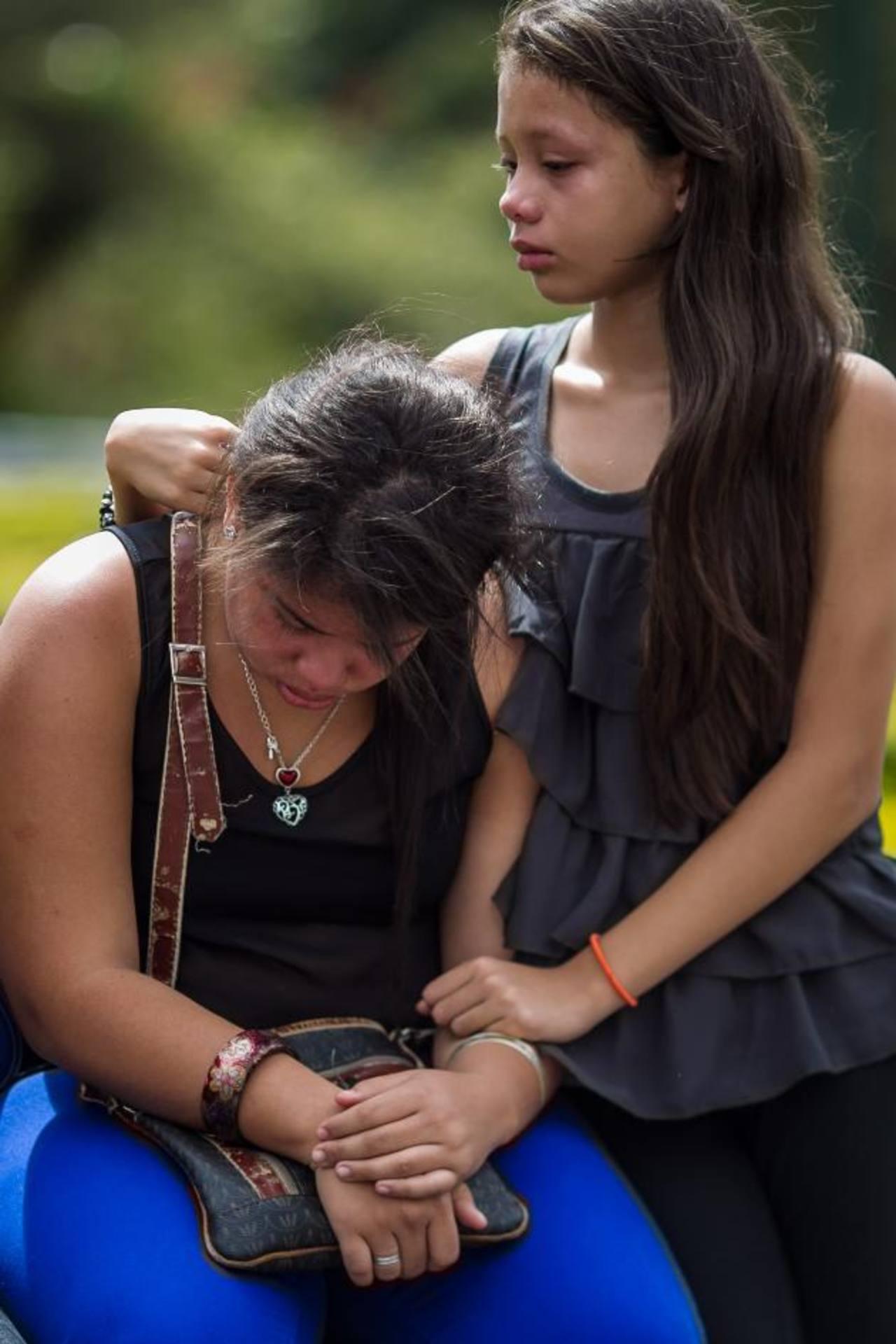 Los asistentes pidieron por el cese de la violencia y la vuelta de la paz a Venezuela. foto edh / efe