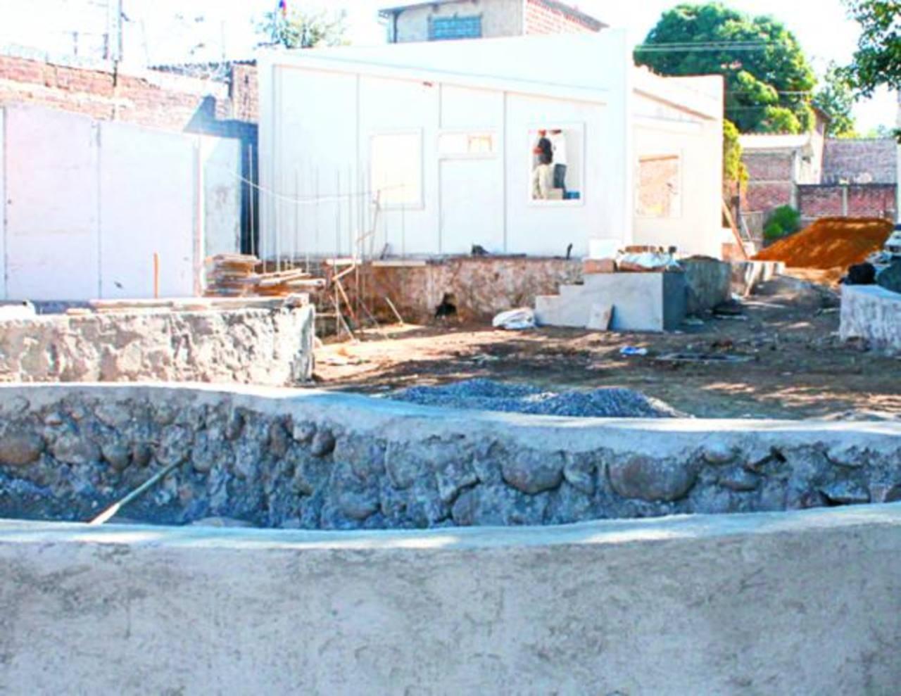Los trabajos en lo que será la plaza Santa Teresa están bastante avanzados. Foto EDH / Roberto Zambrano