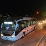 En total, el Viceministerio de Transporte recibió cuatro buses articulados y dos tipo padrón como el de la imagen. Foto EDH / Miguel villalta