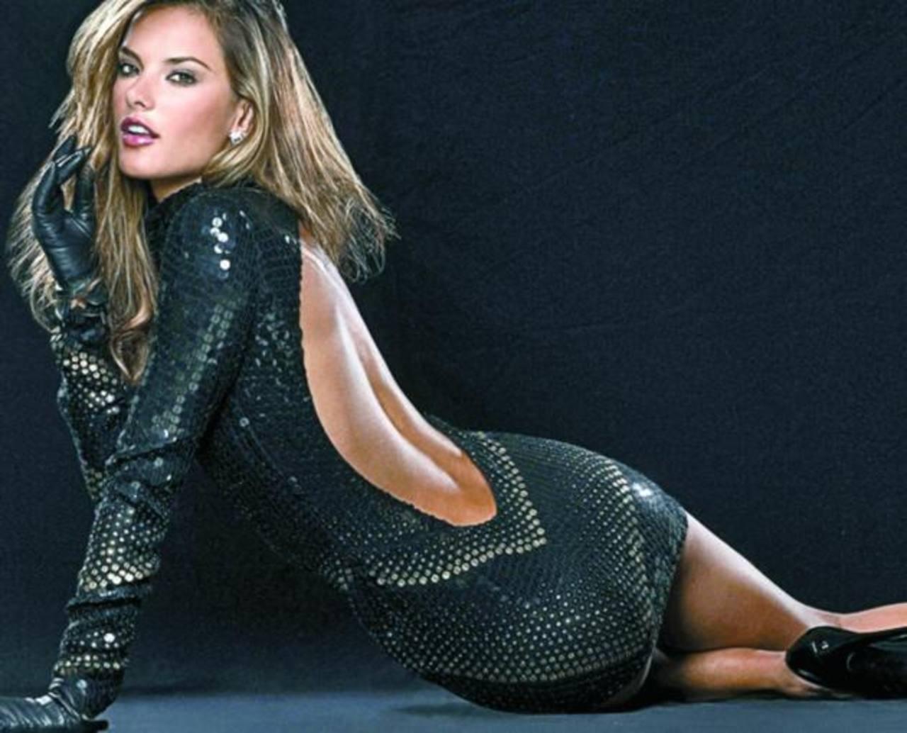 La modelo Alessandra Ambrosio es imagen de Mango.