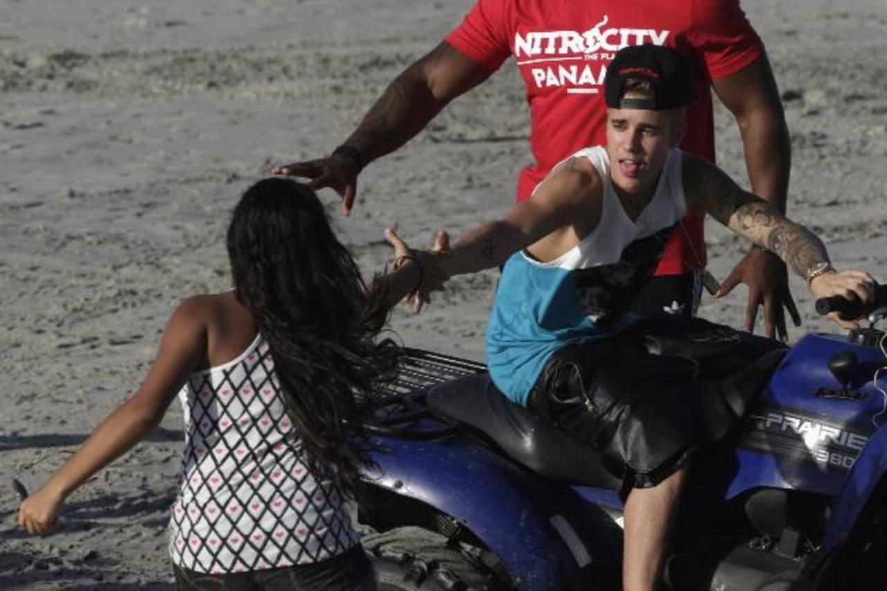 Justin Bieber disfrutaba aún el lunes en una playa en Panamá. Foto/ Reuters