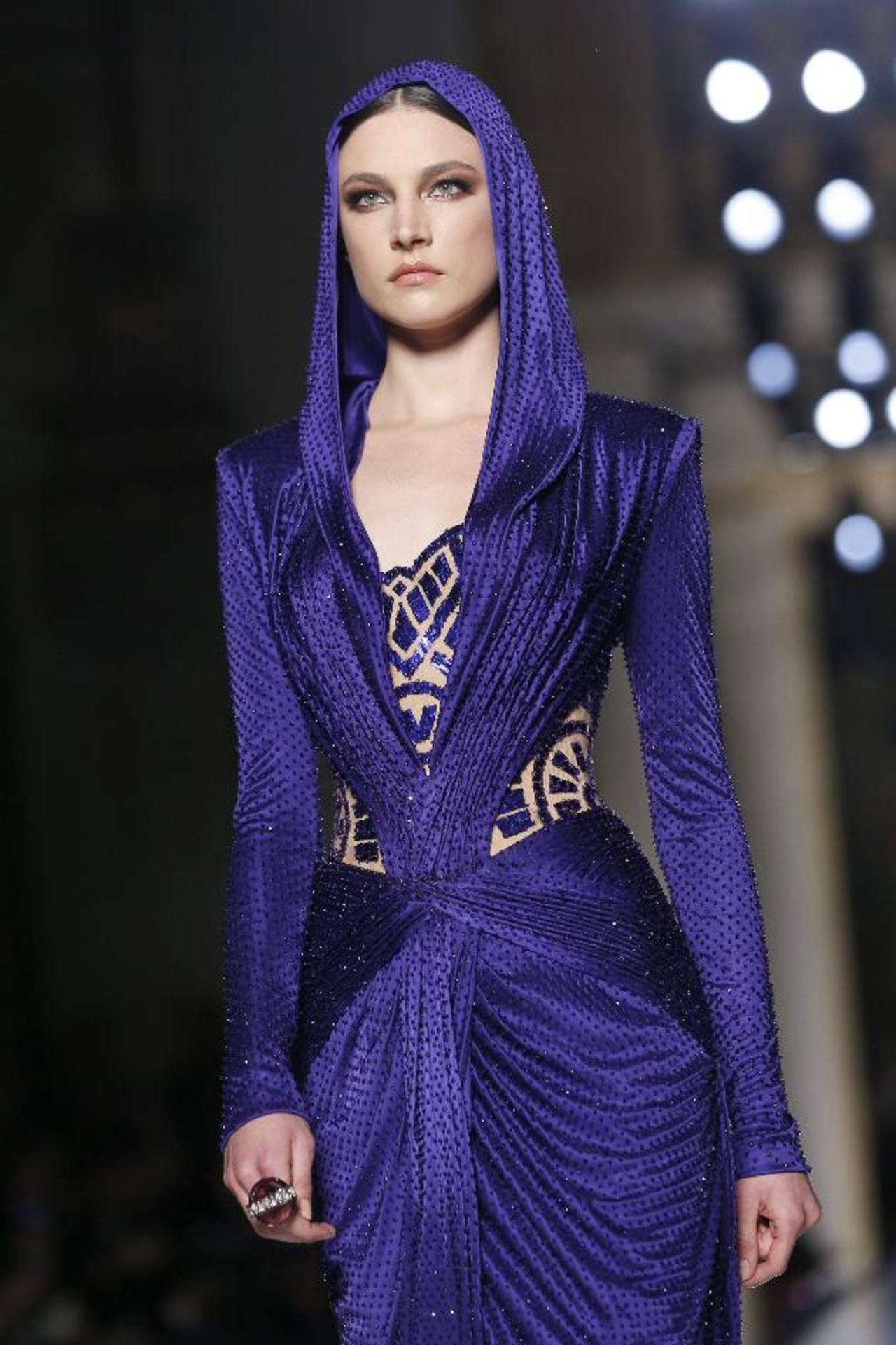 Dior y Versace ofrecen mucha feminidad y glamour en Semana de la Alta Costura