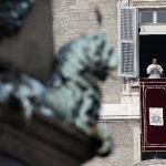 Papa Francisco se dirige a la multitud congregada en la Plaza de San Pedro. Foto/ AP
