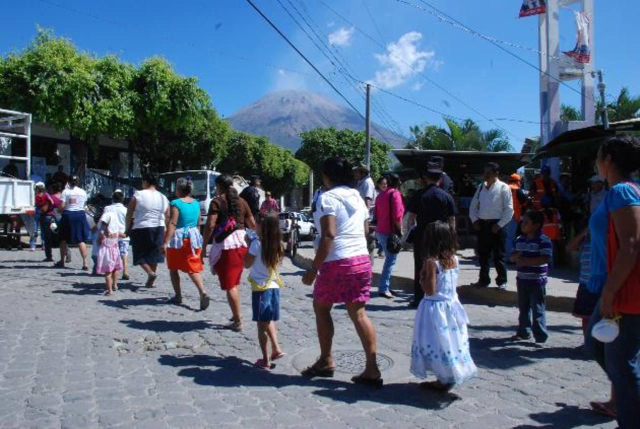 Unas 400 personas de la comunidad Las Moritas fueron llevadas hasta San jorge.. Fotos EDH / carlos segovia