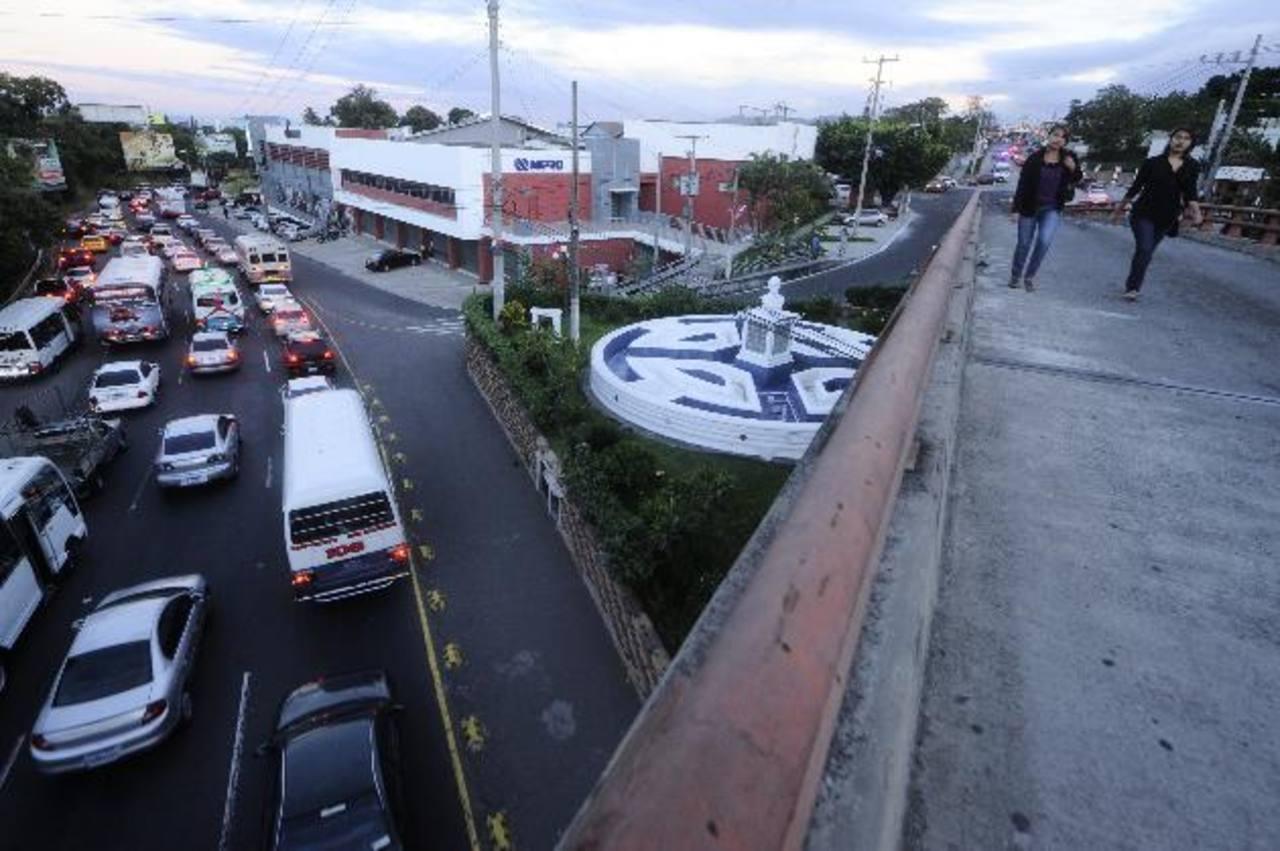 Nadie explica por qué cierran el paso en la entrada de Antiguo Cuscatlán y la Panamericana