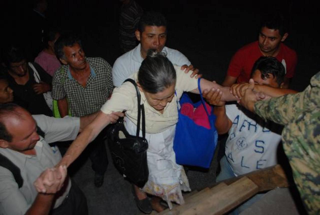 Las últimas evacuaciones ocurrieron la noche del 31 de diciembre. Foto EDH / Francisco Torres