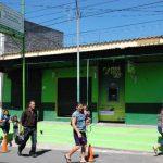 La entidad financiera atracada está situada en el centro de Metapán. Ayer no prestó sus servicios al público y tampoco hubo presencia policial. Foto EDH / Iris Lima