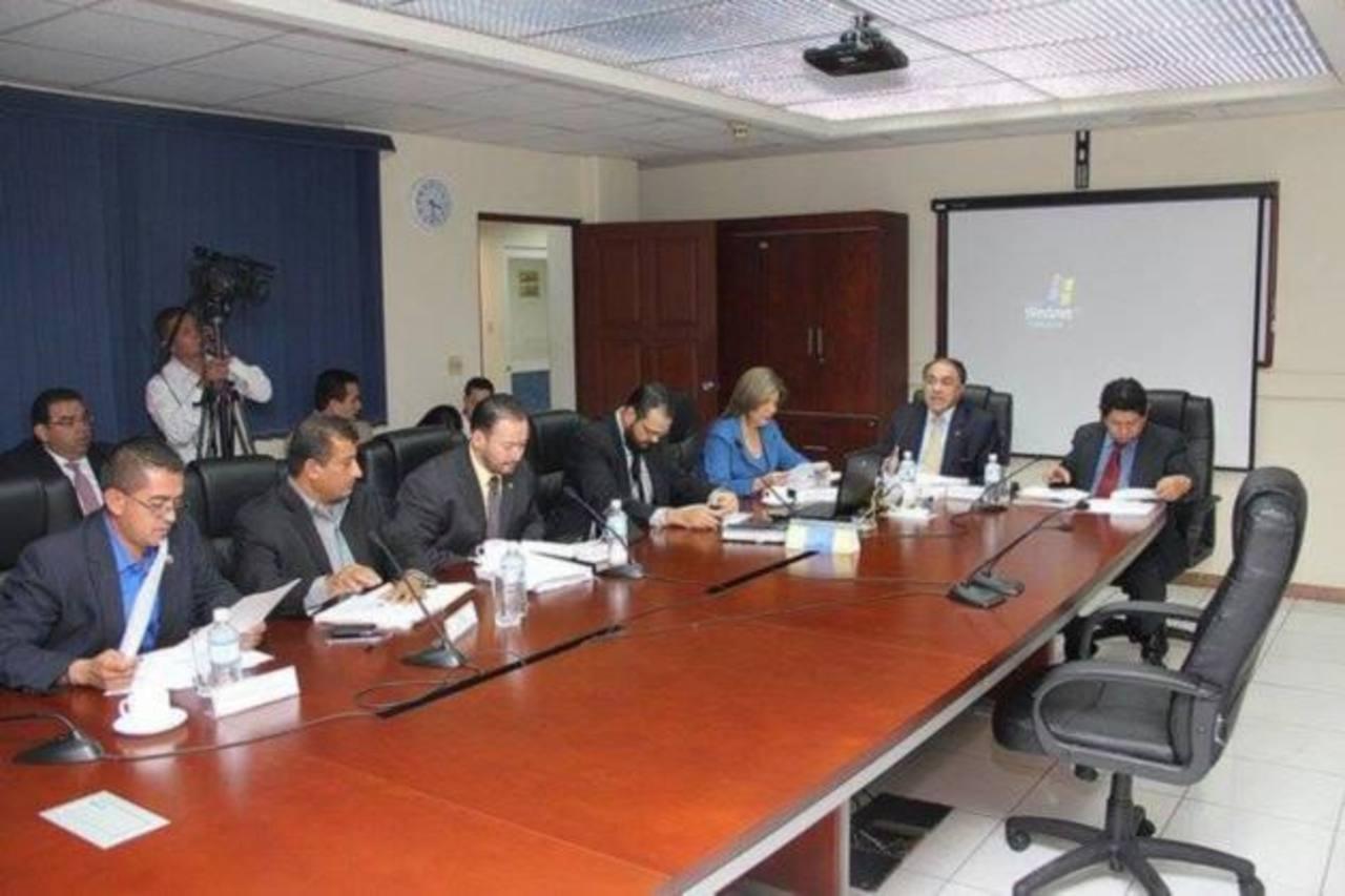 Comisión solicita apoyo de Policía para que Francisco Flores comparezca