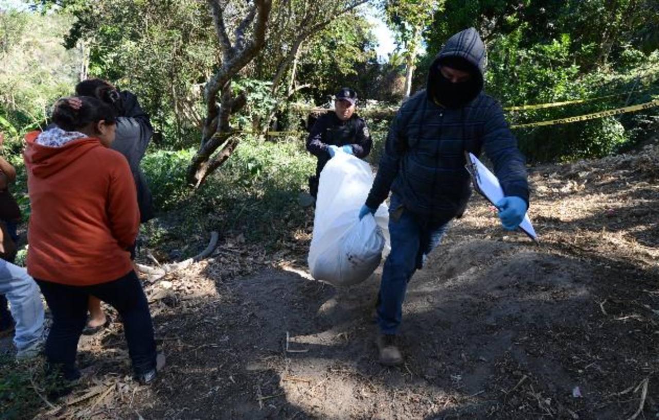 Los hermanos José y Manuel Zavala, de 23 y 25 años, junto al primo de ambos, Sebastián Rosales, de 35, fueron asesinados mientras dormían en una casa del cantón La Palma, Cojutepeque.