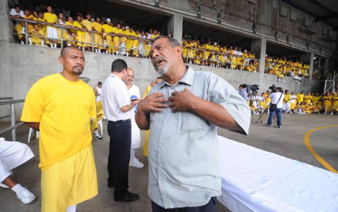 Exfuncionarios de Centros Penales han dicho que Raúl Mijango habría recibido 2,500 dólares mensuales por la tregua.