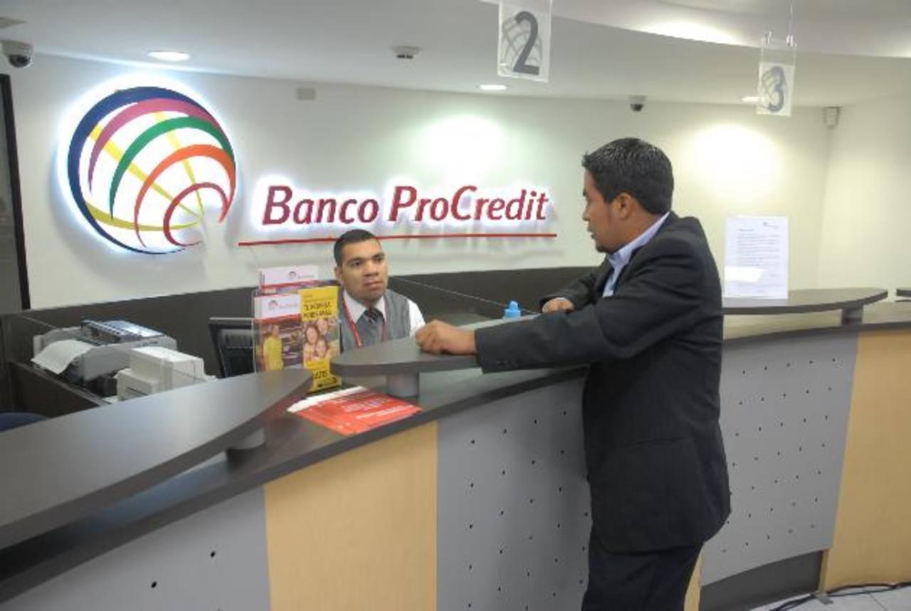 Banco ProCredit cuenta con 23 sucursales a nivel nacional y tres sistemas de autoservicio. foto edh / archivo