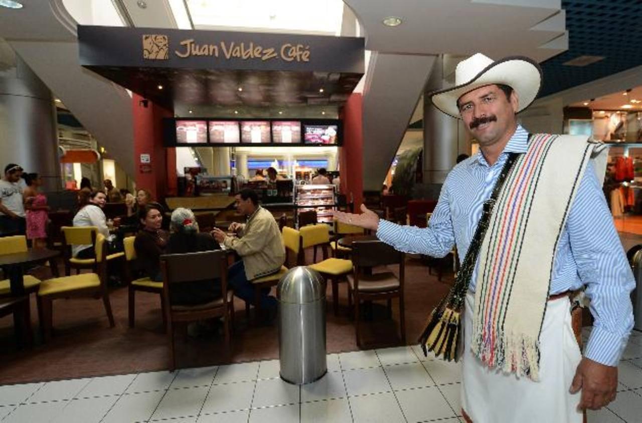 Una de las tiendas de Juan Valdez Café está ubicada en el Centro Comercial Galerías, siendo esta la primera a nivel centroamericano. Foto EDH / Jaime anaya