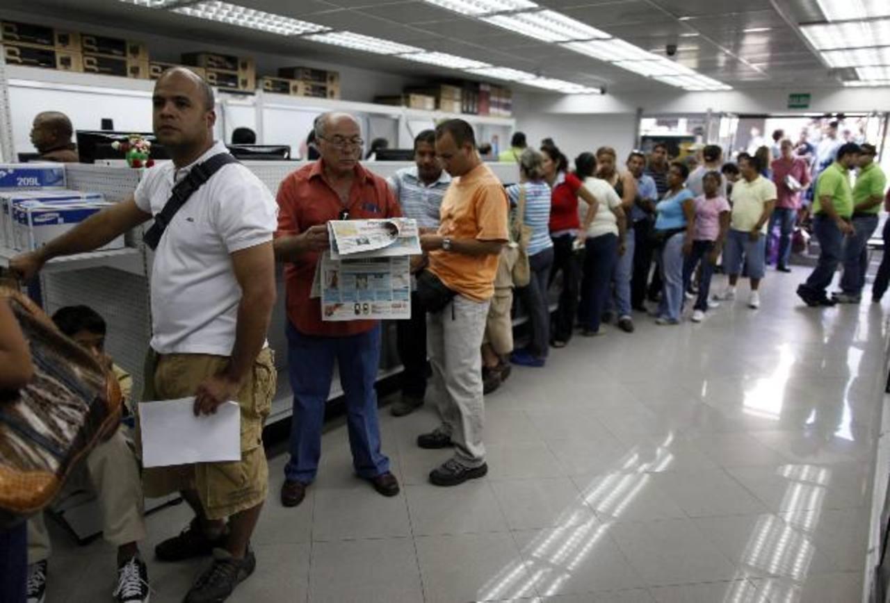 La economía venezolana depende en 96 % de las divisas petroleras e importa casi todo lo que consume. Foto edh / archivo