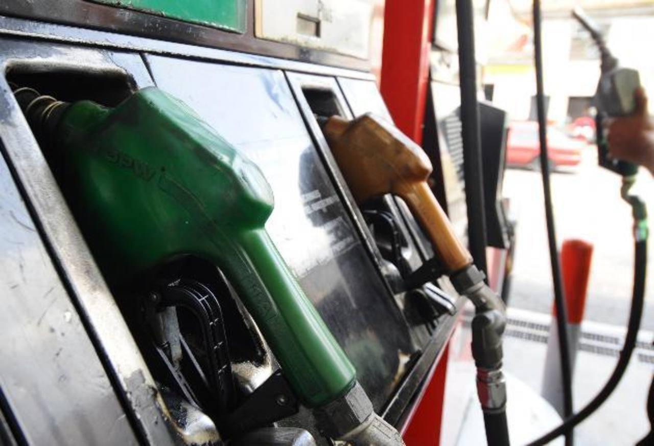 La gasolina aumentará de precio a partir de hoy hasta el 3 de febrero. Foto EDH / archivo