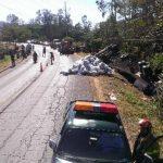 El accidente fue registrado en el kilómetro 79 de la Carretera Panamericana, que conduce hacia Candelaria de la Frontera, indicaron las autoridades de Tránsito. Foto EDH / Milton Jaco